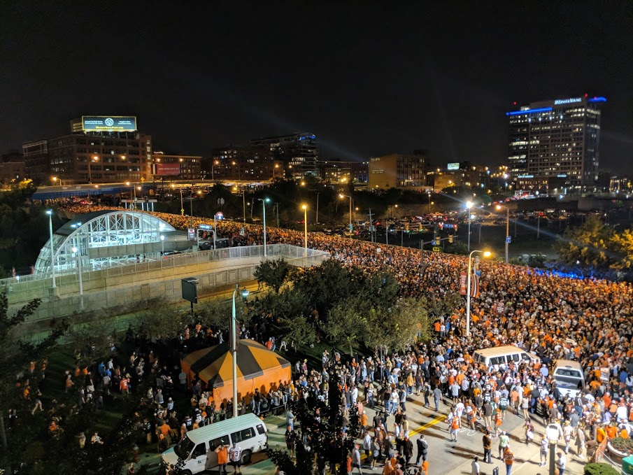 browns fans celebrating in street after win over the Jets