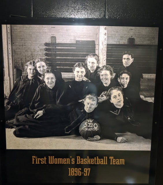 Group photo of Vanderbilt's first women's basketball team.